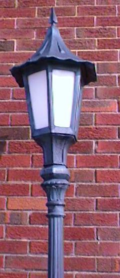holland street lamp