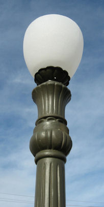 top detail of single light victorian stree lamp 1440